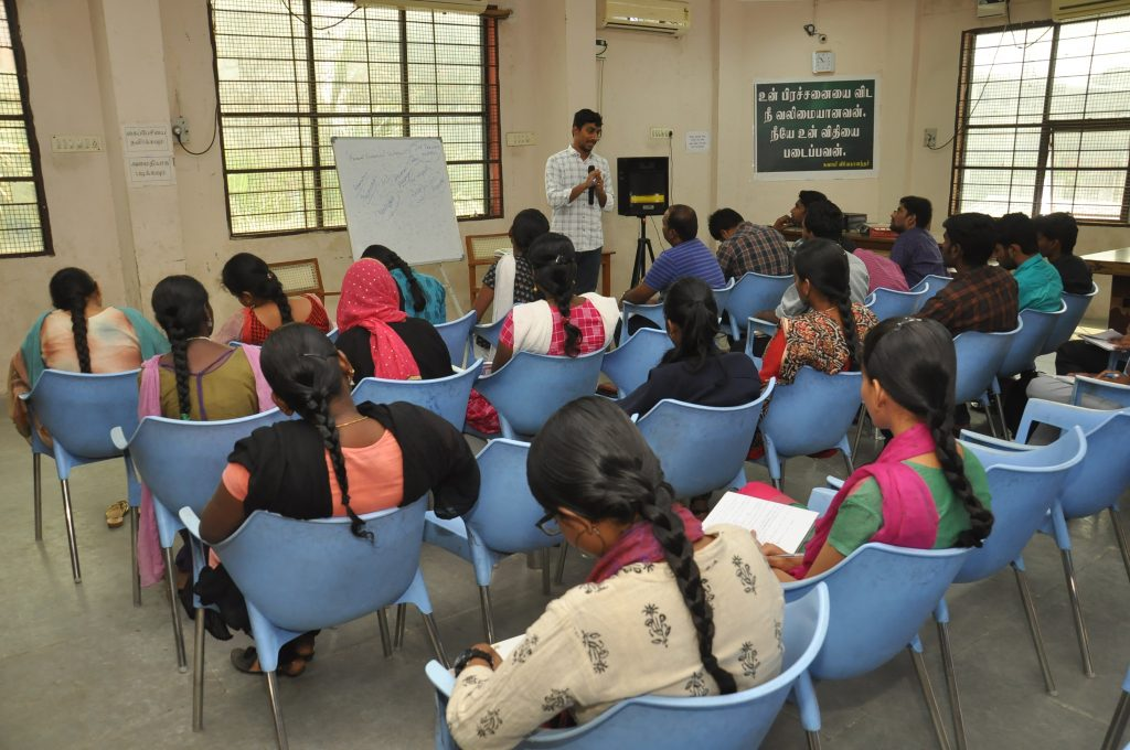 Job Seekers attn the competitive exam training in Trichy Library